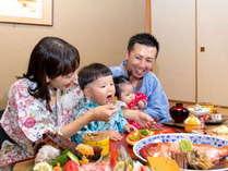 赤ちゃん連れに人気のお部屋食。お子様のペースに合わせて食事ができます。