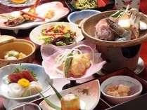 基本の会席料理は、既製品を使わない料理長の手作り。品数は12品とお腹いっぱいになるボリュームです。