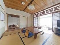 【和室特別室】広い角部屋の特別室は2間続き、この広さが人気の秘密です。