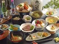 【月替わり会席料理】メインは山海の幸を使った陶板焼き(鍋)となっております。