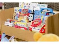 【おもちゃ貸出】ロビーにはお子様が喜ぶおもちゃいっぱい♪