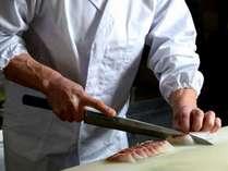 【料理長】既製品を使わず、季節の素材を大切にする料理人のこだわりを感じてください