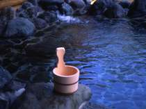 泉質は、良質のナトリュウム炭酸水素塩泉です。