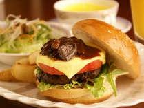 【欧風レストラン「バーデンバーデン」】飛騨の恵みをぎゅっと挟み込んだプレミアムバーガー