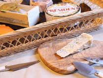 【欧風レストラン「バーデンバーデン」】フレッシュチーズをスタッフがワゴンサービス!
