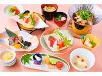 お試し価格で気軽に楽しめるこのプラン、お得な価格でもお料理は満腹、松コース。