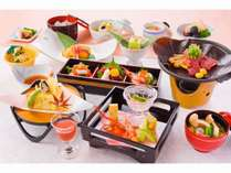 【秋】扇プラン松代荘の基本会席。地産地消にこだわった長野の食材を目にも美しい会席料理で。