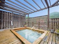 *【展望露天風呂-さらの湯-】天然温泉と刻々と表情を変える津和野の景色をお楽しみください。