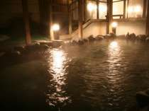 夜もゆっくり寛げる天然温泉の露天風呂身も心もポッカポカ!