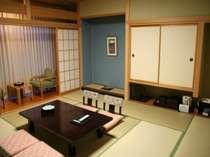 和室12.5畳(バス・トイレ付)。広々和室でゆっくりと寛げる