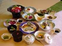 地採の素材の持つ味を大切に料理人が駆使した山川の幸をどうぞお召し上がり下さい。