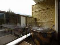 露天風呂付客室のお風呂は、もちろん天然ラドン温泉。自分達だけの貸切空間