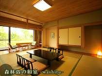 和室。窓の外は季節毎の景色を眺められる。
