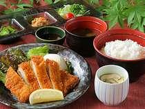 ご昼食は、館内のレストラン四季をご利用ください♪カレーやラーメン、お蕎麦など各種メニューがあります。