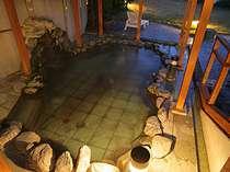 人気の岩露天風呂