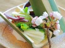 高級野菜とも言える山菜の田舎辛子味噌づけ。(料理は季節毎に変わります。)