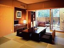 当館で一番グレードの高いお部屋「露天風呂付き客室」。お風呂からは常念岳の景色を独り占め。