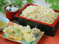 喉ごしつるつる信州郷土麺。納豆嫌いの方でも食べられる「おざんざ」