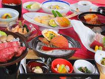 通常よりも品数も増えるグレードアップ会席。季節の食材を使った和会席料理です。(写真は一例です)