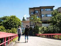 赤い橋からの玉仙閣