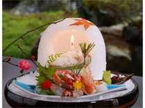 氷で作られたかまくらが冬は季節感を、夏は清涼感を提供いたします。