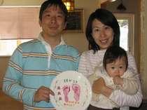 赤ちゃんの手形・足形を写して記念のお皿作りも楽しめますよ!