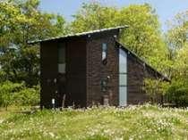 【森のコテージ】本館より離れのお部屋です。別荘気分をお楽しみください。