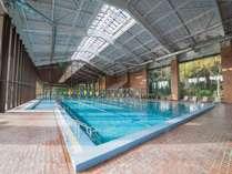 *日本メディカルトレーニングセンター(プール)/光あふれるプールは本格的な水泳もできます