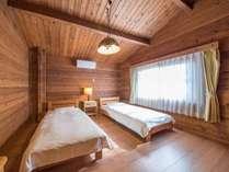 *8名用カナダ産ログハウス(137平米)/ツインのベッドルームが4室ございます