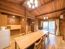 *6名用カナダ産ログハウス(75平米)/床も張り替え、テーブル・椅子も新しくなりました