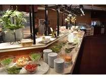 昼食ビュッフェ(レストランブローニュ)/お客様にはサラダビュッフェが大好評!(一例)