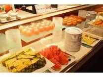 昼食ビュッフェ(レストランブローニュ)/パティシエ特製のデザート&季節のフルーツ(一例)