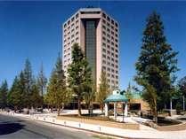 ホテルトリニティ書斎(夏の外観)/多くの方が活動拠点としてご利用されるホテルタイプの宿泊施設