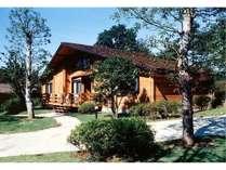 カナダ産ログハウス外観/室内は全室バス、トイレ、冷蔵庫を完備
