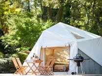 【テントキャビン】開放感のあるデッキテラスが付いたグランピングテント