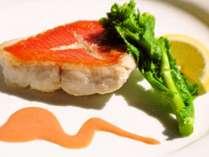 夕食の一例(下田特産金目鯛のグリル)