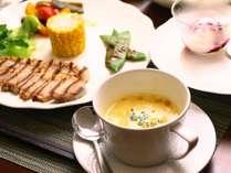 旬味覚を丁寧に調理し、一番美味しい食べ方でお召上がりいただけます。