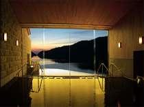 ■温泉■天気が良ければ夕日が落ちる瞬間を見ることができ、自然の雄大さと美しさをさながら独り占め!