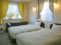 海側ツインベッド+ソファベッドx2