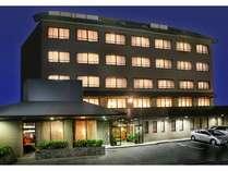丸小ホテル夕方の写真