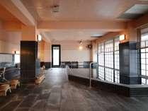 阿蘇山の湧き水を利用した大浴場。
