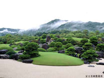 18年連続日本一の評価を受けた足立美術館庭園。当館から30秒で入館可能!