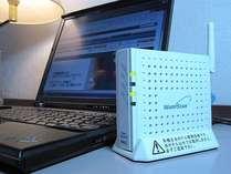 お部屋でのインターネット接続には専用のセットが必要です。(フロントにて貸出)