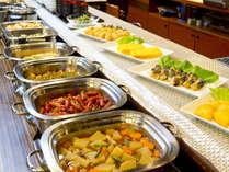 ビュッフェスタイルの朝食は6:30~9:30