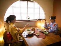 ■個室■段差のないテーブル席もご用意しております。ご予約時にお申し付けください-個室料亭 曙-