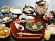 【朝食/和食】名物『朴葉味噌』や『岩魚の一夜干し』巻き立ての『出し巻き卵』など飛騨伝統の和朝食