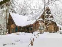 *外観(冬)登山・スキー&スノボを楽しめる白馬村へはお車で約55分です。ろっぢの前で雪遊びも楽しめ