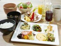 【ごちそう野菜の朝ごはん】めざめの力を与えてくれる、ひと手間加えた野菜料理や地元ならではの季節の1品