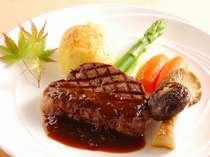 シェフが心を込めて焼き上げるステーキ ディナーの一例