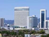 ホテル外観(南側・春)